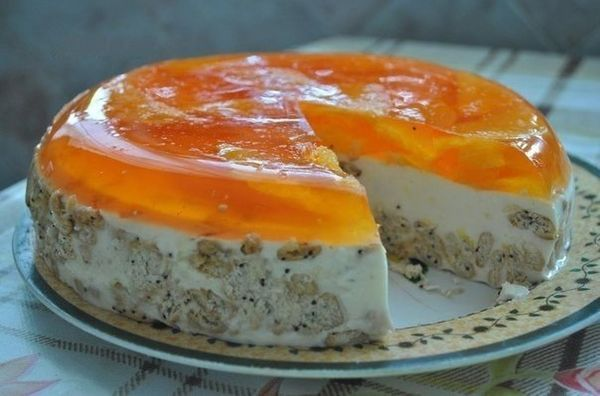 Ingredients: 700 g of sour cream 20% fat 300 g of cracker (with poppy seeds, small «crisps») 25 g gelatin …