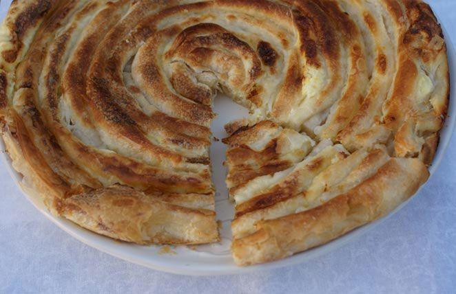 """Bosanska poslovica kaže: """"Sve su pite pitice, a burek je pitac"""". Obradujte svoje ukućane i napravite im ukusni burek. Brašno potkuhati sa m..."""