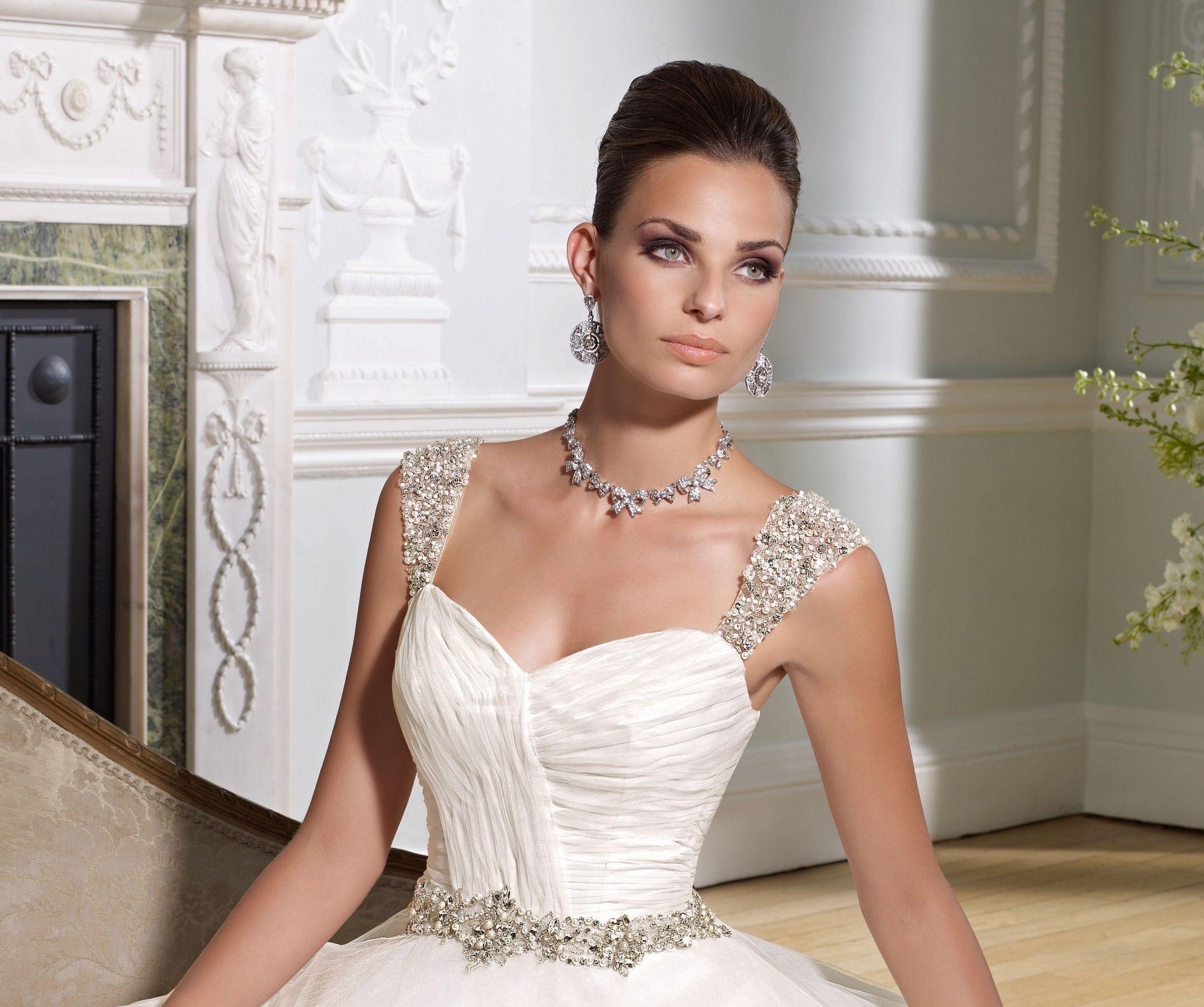 Shoulder straps for wedding dresses