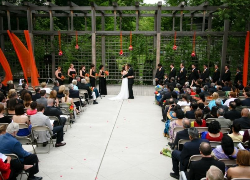 Indianapolis Gallery Art Center On Snening Outdoor Wedding