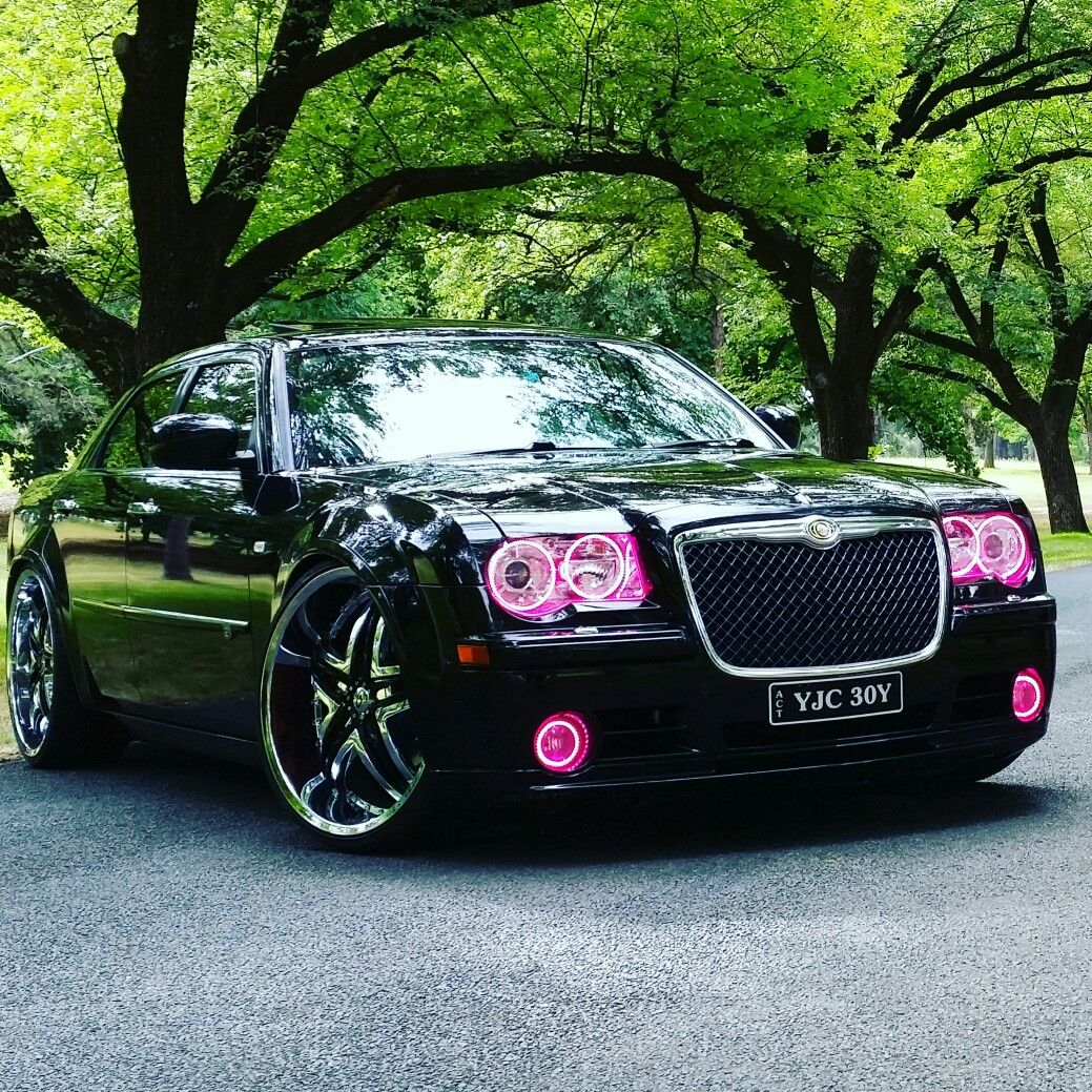 300c Chrysler Srt8 With Pink Bits With Images Chrysler Cars