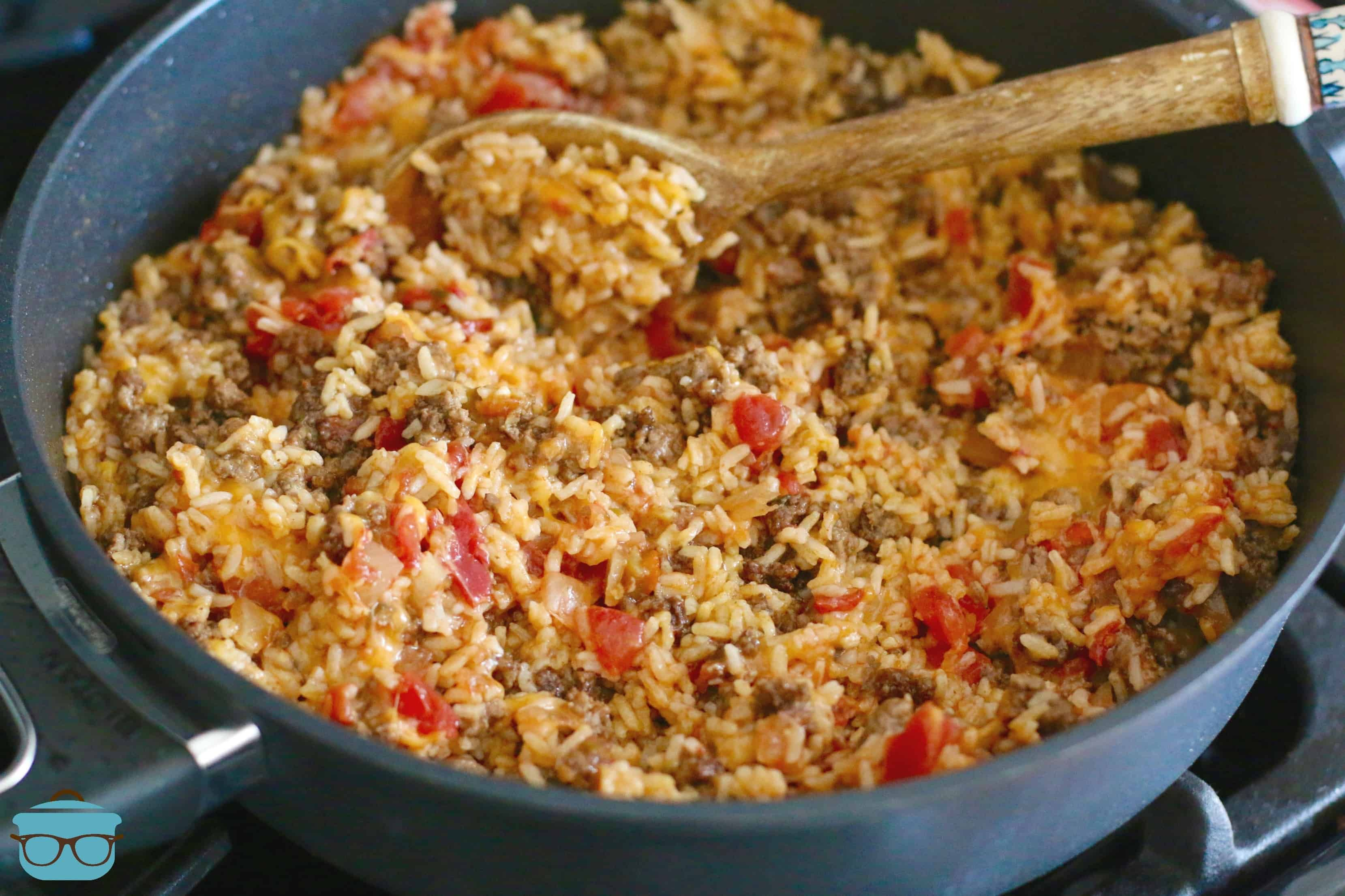 One Pan Taco Rice Dinner Video The Country Cook Recipe Rice Dinner Taco Rice Beef Recipes Easy