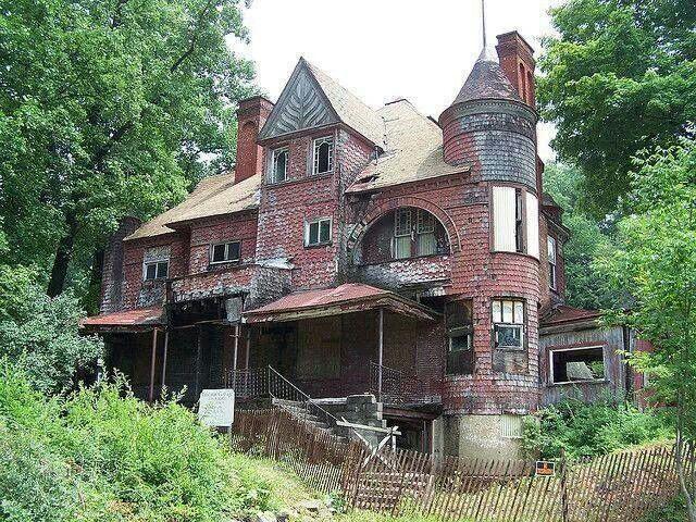 Abandoned mansion abandonados com est rias para contar for Casa revival gotica
