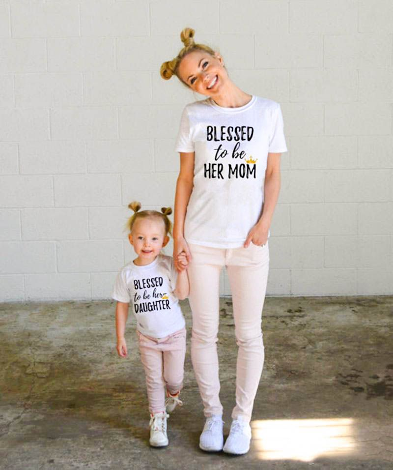 495e8085b5 ... Match Outfit Blusa T-Shirts. Mom and daughter time - Blessed to be her  mom - Blessed to be her daughter - Stylish mom and daughter - Baby  Fashionista