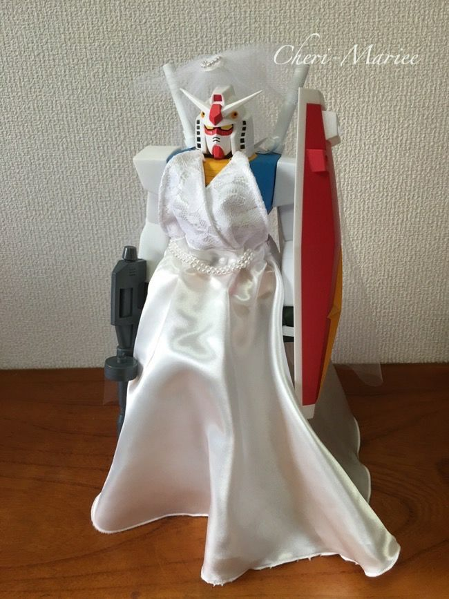 Photo of A wedding dress that can be worn on a 35cm tall Gundam …