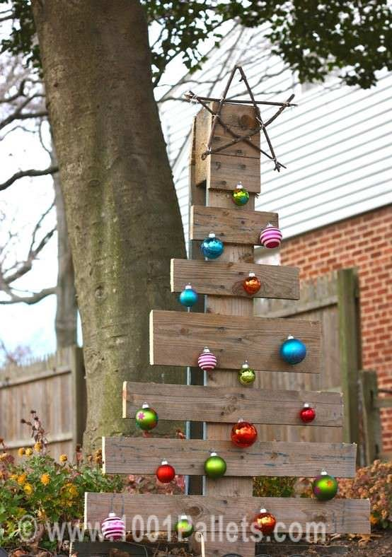 40 Ideas Of Christmas Tree & Decorations Made Out Of Repurposed Pallets Fun Pallet Crafts for Kids