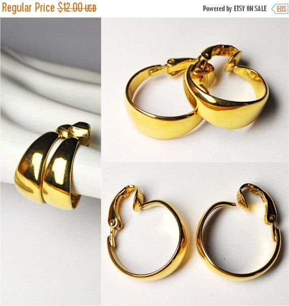Heres A Wonderful Pair Of Vintage Crown Trifari Gold Hoop Clip Earrings These Feature Bright And Shiny Finish The Hoops