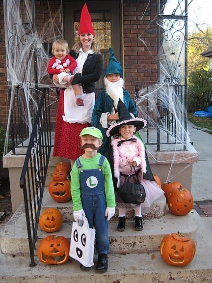 The cutest family!! The mom is the garden gnome and the baby is the toadstool! HILARIOUS!