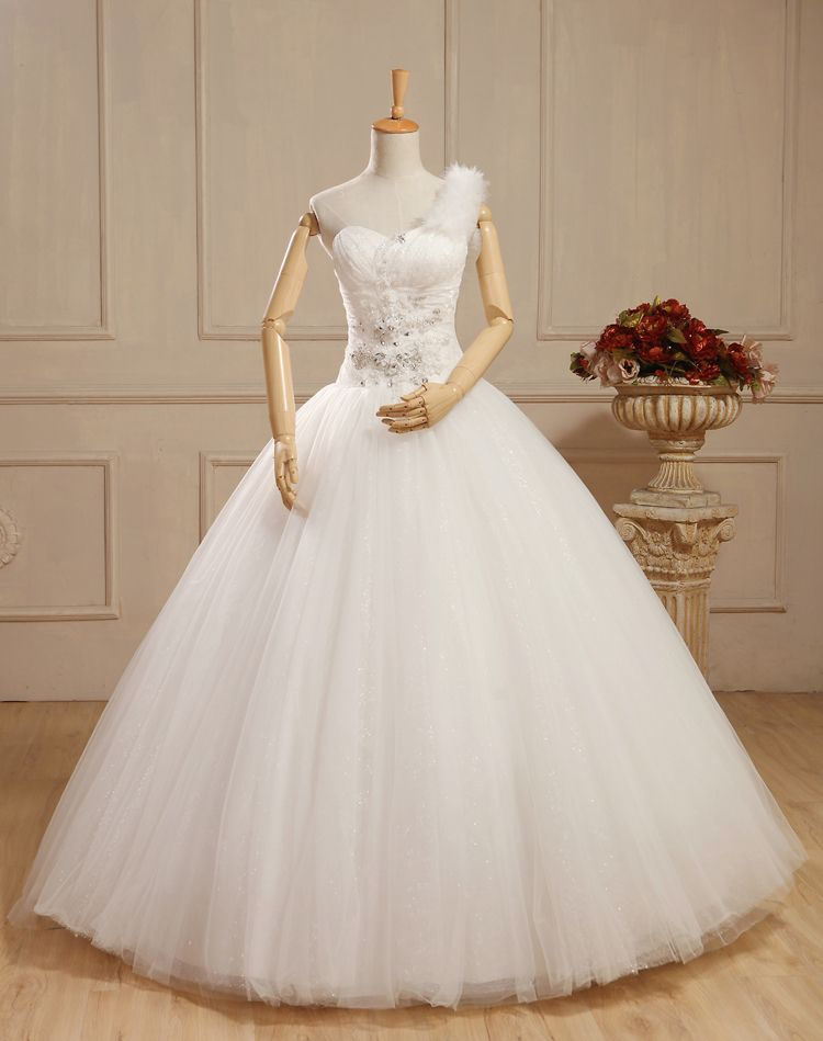 Dear friend, good morning! Would like to have a cute wedding gown ...