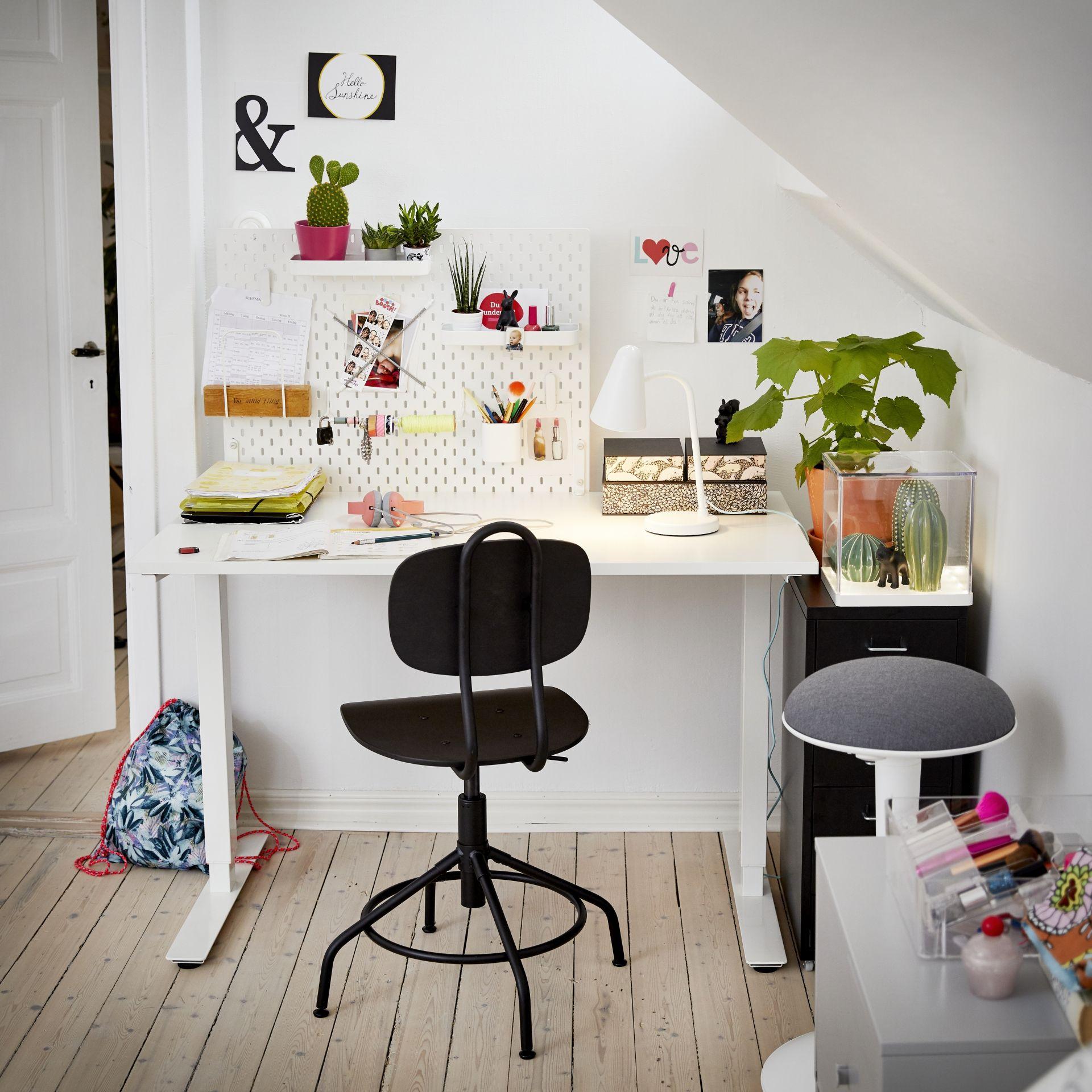 Ikea Bureaustoel Kind Wit.Skarsta Bureau Zit Sta Wit In 2019 Bureauruimte Bureaus