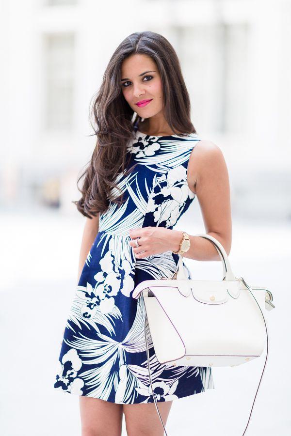 Vestidos floreados azul con blanco