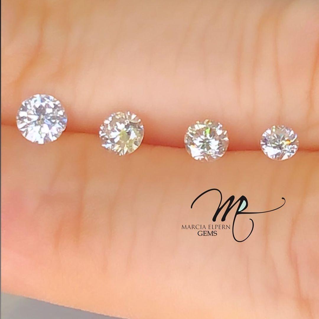 Diamantes de ,10.. ,15... ,20 e ,30 cts !!💎 Eles variam de acordo com suas classificações, por exemplo: cor, lapidação entre outras variáveis ! Sempre importante contar com o conhecimento e a experiência de profissionais com olhar apurado , personalizado e principalmente, carinhoso na realização desse sonho tão importante e especial 💎 . . #marciaelpernjoias #tradição #familybusiness #experiencia #olharapurado #gems #diamonds #brilhantes #experience #jewelry #jewelrydesigner #handmadejewelry #j