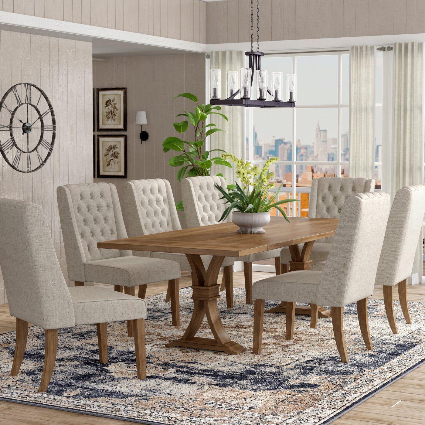 Comedores con alfombras modernas como base