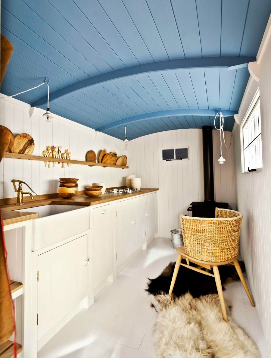 Cabin style kitchen with blue ceiling, Shepherds Hut retreat ...