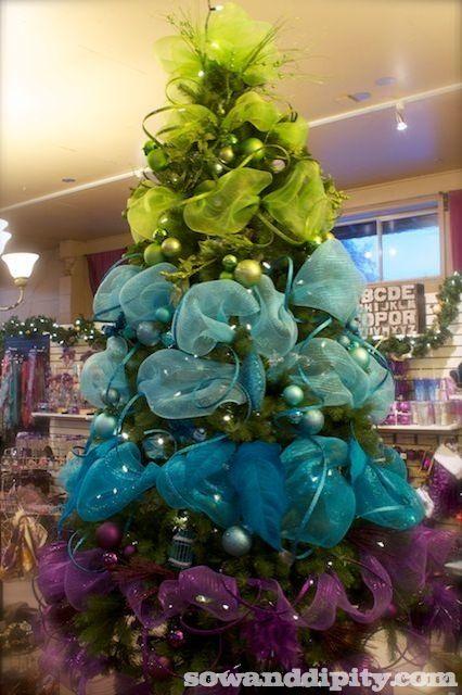 Christmas Tree Decorating Tutorial - Christmas tree, Christmas - peacock christmas decorations
