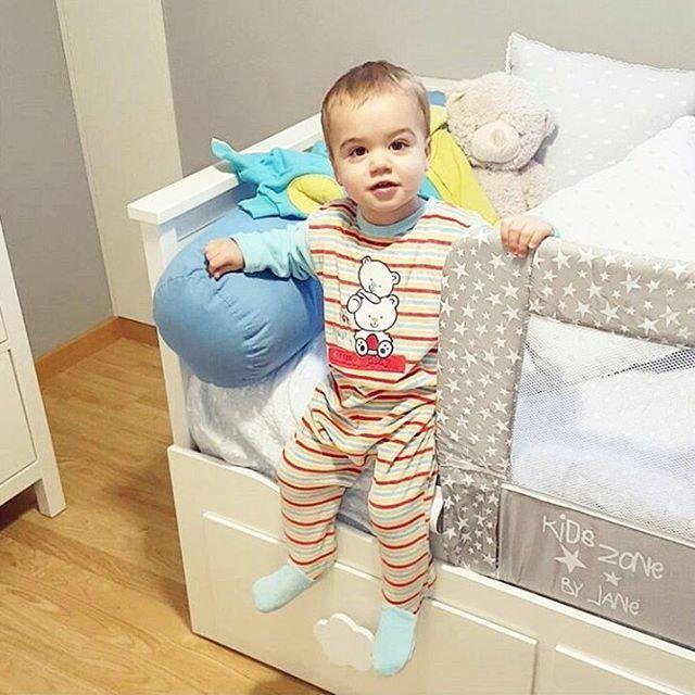 With our collapsible bed rails your baby will sleep safe ⭐ // Con nuestras barreras de cama abatibles tu bebé dormirá seguro ⭐ gracias @confesionesdeunamadre