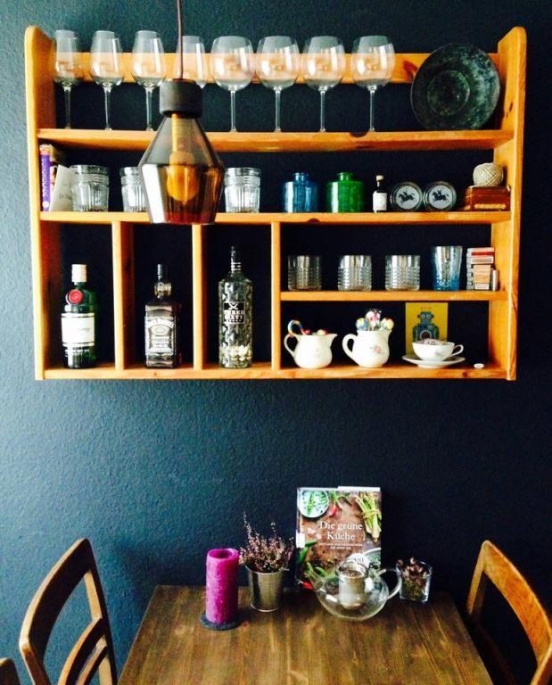 Gemütliche Essecke in der Küche mit viel Holz und petrolfarbener - bilder in der küche