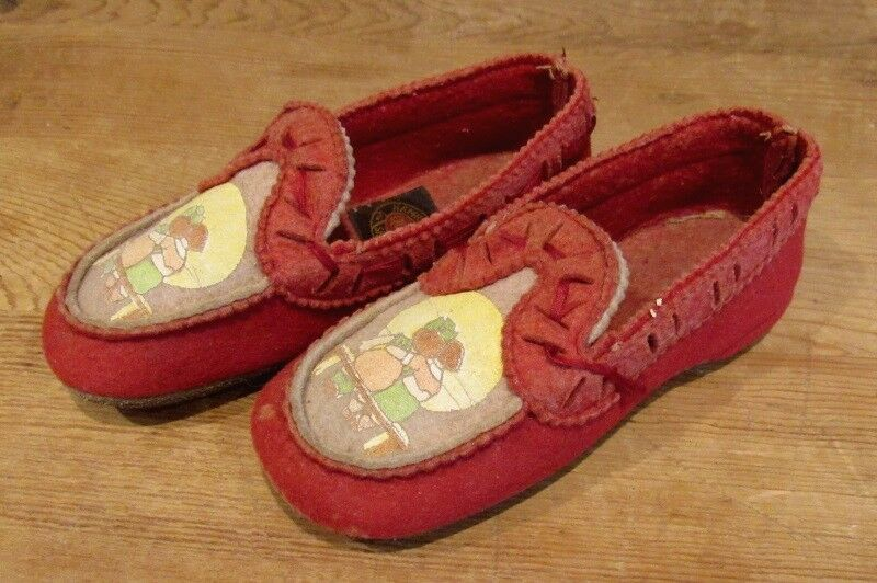 Vintage Child S Red Slippers Hamilton Brown Shoe Co Boy Girl Hugging Fashion Clothing Shoes Accessories Vintag Red Slippers Brown Shoe Vintage Shoes