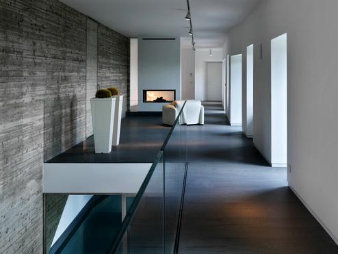 Interior view of the house with a pool in bergamo by architect laura bettinelli materials - Interior design bergamo ...