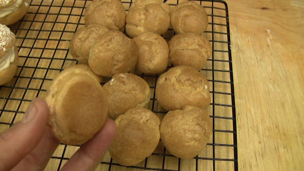 Ecco la video ricetta dettagliata per fare la pasta dei bigne' (profiteroles, cavolini) in casa