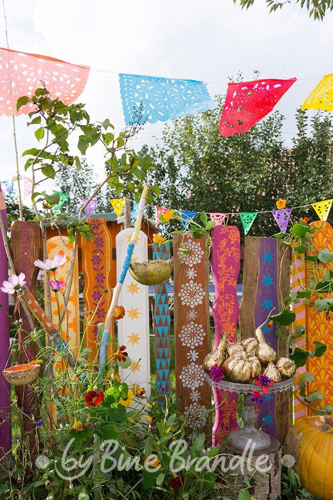 Bunter Herbst Zaun und Wimpel -Bine Brändle, DIY, Do it yourself, howto, Anleitung, Idee, selbermachen, heimwerken, basteln, dekorieren, Dekoration, Haus, Wohnung, Garten,  bunt, fröhlich, farbenfroh, kreativ, originell, happyhome, happygarden, colorfulhome #zaunideen