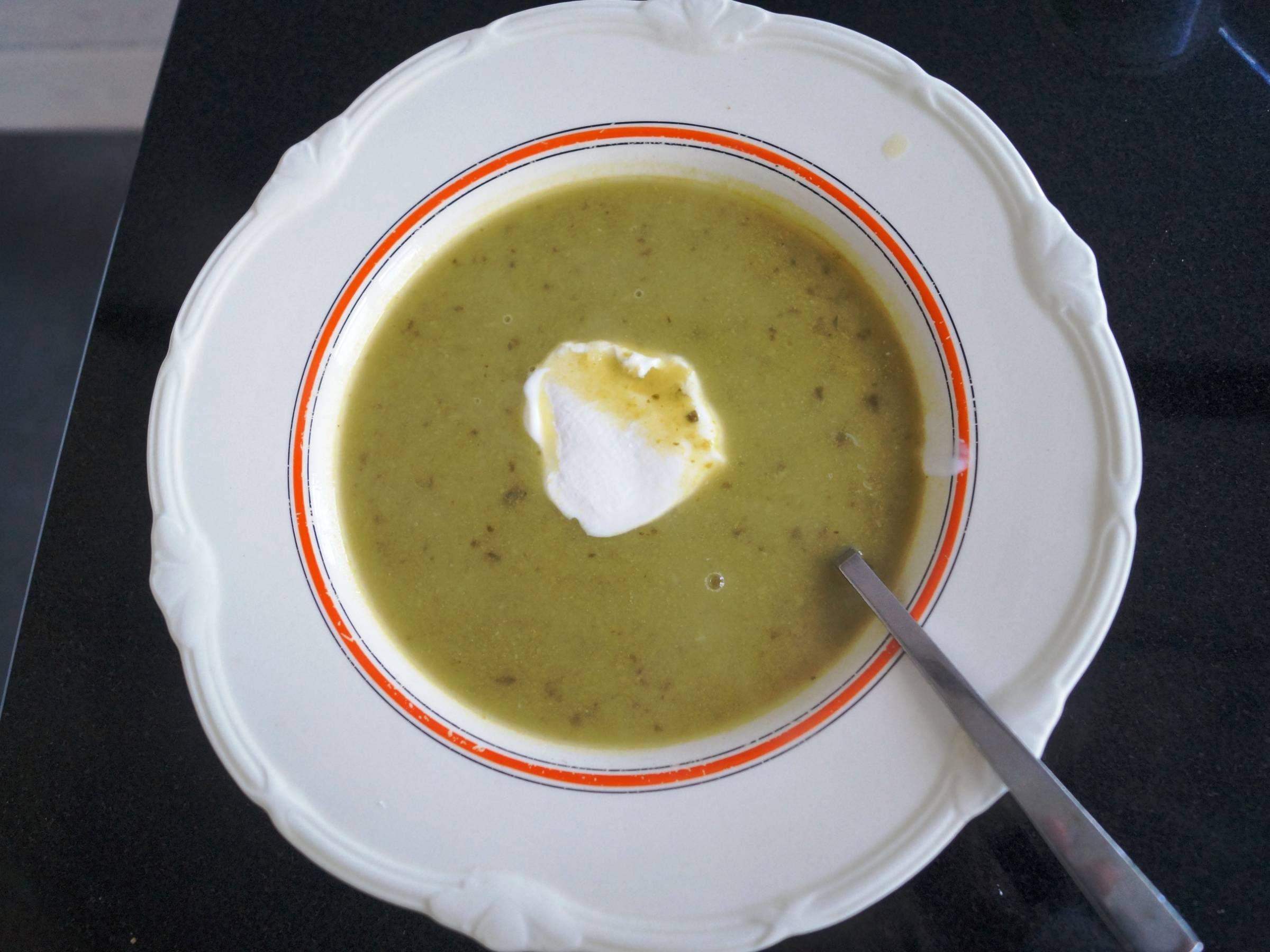 Suppe med squash og fennikel Suppe med squash og fennikelSuppe med squash og fennikel En nem cremet og lækker suppe som serveres som forret eller som et let mellemm...