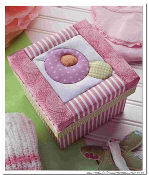 Como decorar caja con tela paso a paso estilo patchwork - Cajas decoradas para bebes ...