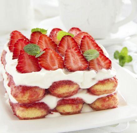 """750g vous propose la recette """"Tiramisu aux fraises"""" notée 4/5 par 159 votants."""