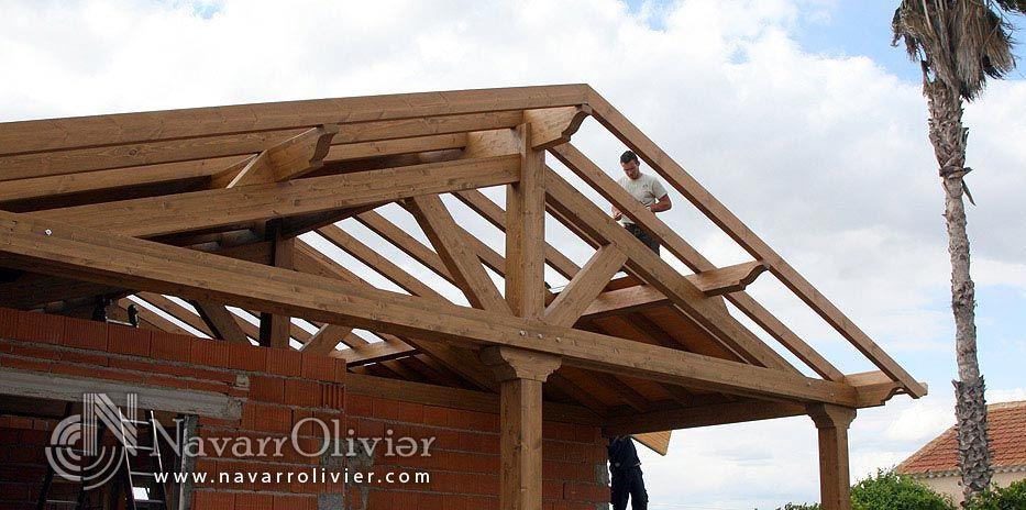 Estructura de madera a 2 aguas para cubierta de chalet for Tejado madera maciza