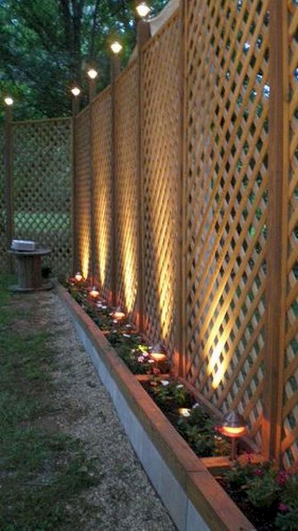 85 Marvelous Backyard Privacy Fence Decor Ideas on A ... on Backyard Wooden Fence Decorating Ideas  id=95067