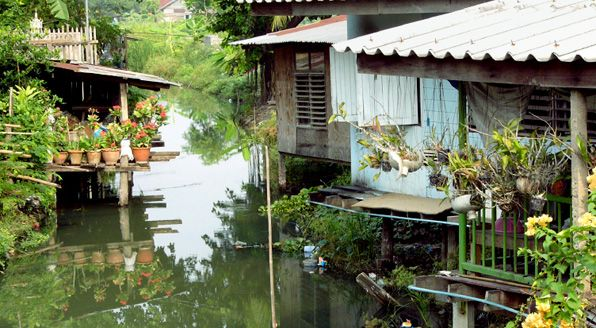 Living in canal fronts, Bangkok, Thailand