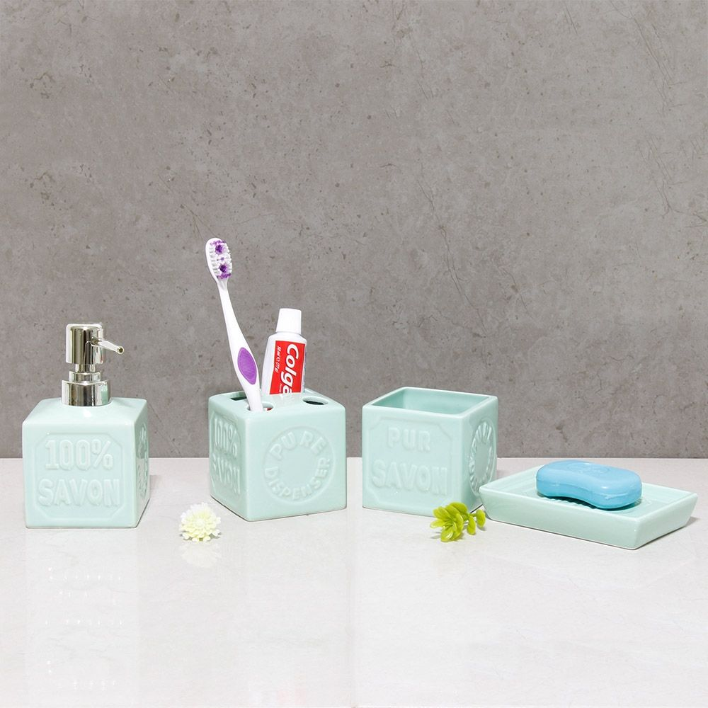 Accessoire Salle De Bain Un Ensemble De Quatre Accessoires Pour Votre Salle De Bain Qui Ajoute Une Touche Decorative Toothbrush Holder Brushing Teeth Bathroom