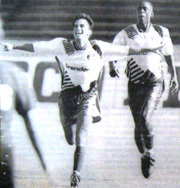 Gauchão 1995 - Grêmio x Brasil de Farroupilha - Rodrigo Caetano comemora o gol do time da Serra