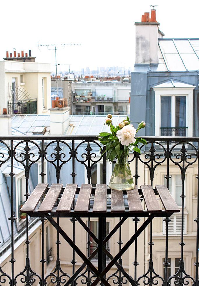 10 Airibnb Rentals In Paris Under 200 For Every Day Parisian Montmartre Apartment Via Rebecca Plotnick Paris Balcony Paris Rooftops Paris Apartments