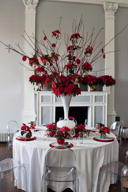 Poinsettia Christmas Table Design By The Urban Flower Firm Contemporary Christmas White Christmas Decor Contemporary Christmas Christmas Table Settings