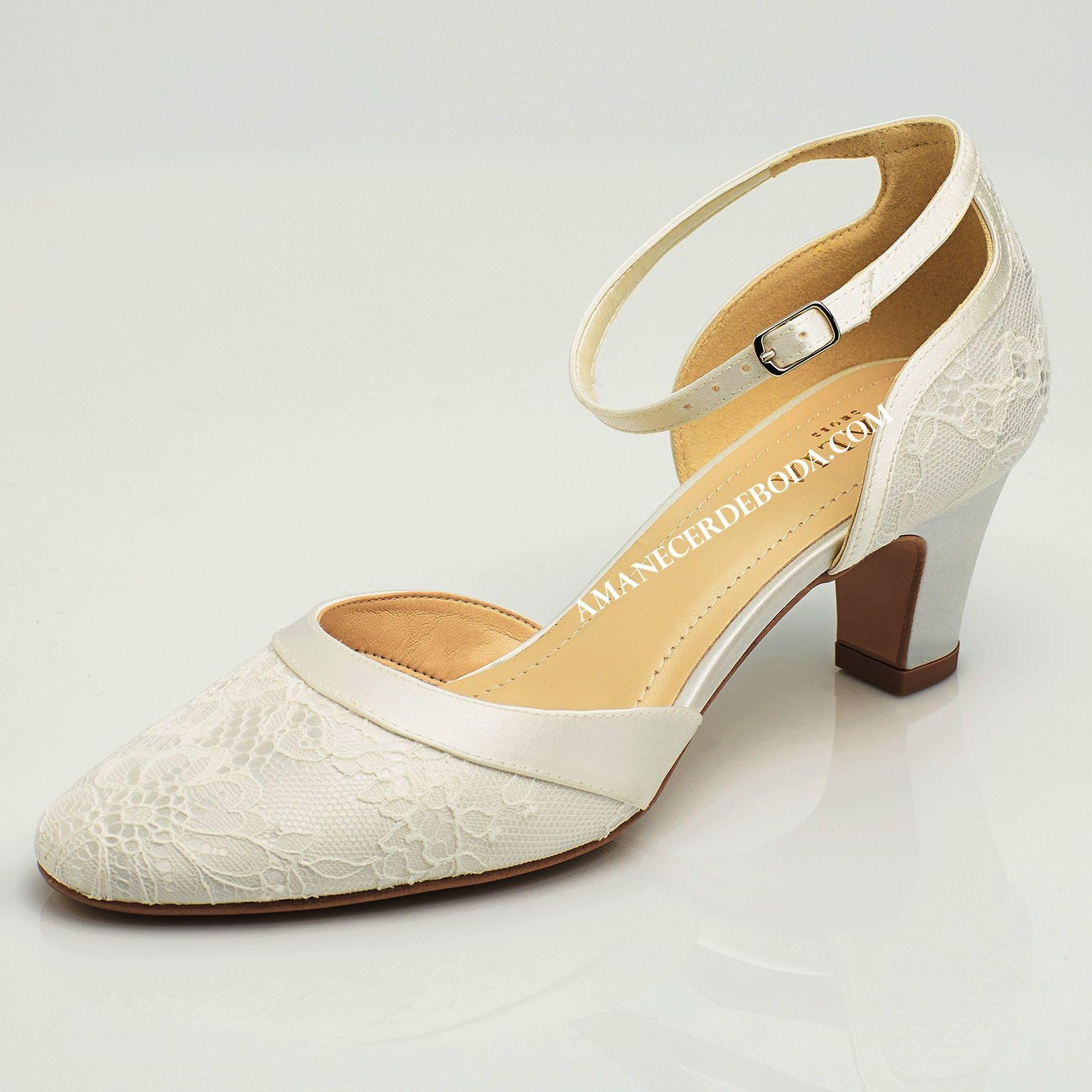 Zapatos de novia con poco tacón muy cómodos. Sapatos para noiva com saltos  baixos e mito cómodos b3a82872379a