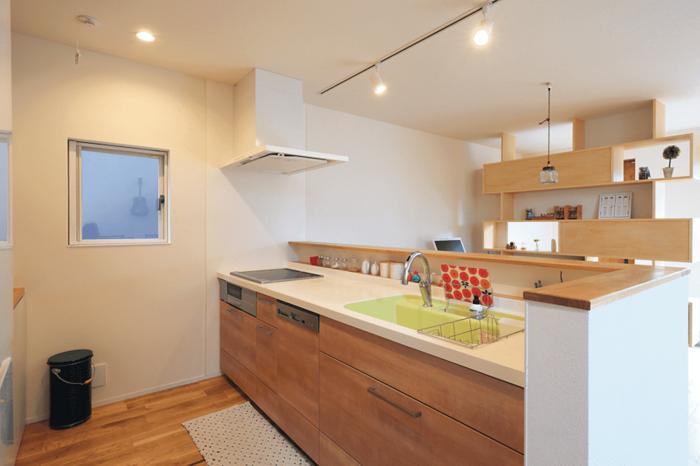 吹き抜け スキップフロアで遊びと機能が同居する家 家 キッチン間取り いい 家