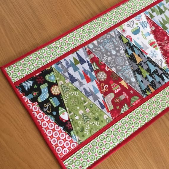 Christmas Quilted Table Runner, Holiday Table Topper, Scandi Patchwork Runner, Hygge Christmas Long Table Mat #calendrierdel#39;aventcouture