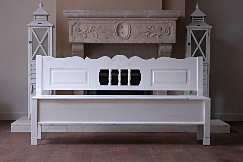 Prachtig uitgevoerde klepbank of kerkbank in Rivièra Maison stijl. Mooi breed model met veel ruimte onder de klep.