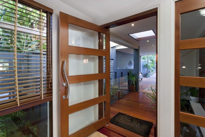Stilvolle Holz und Glas-Tür mit zeitgenössischen Tür Griff | 25 ...