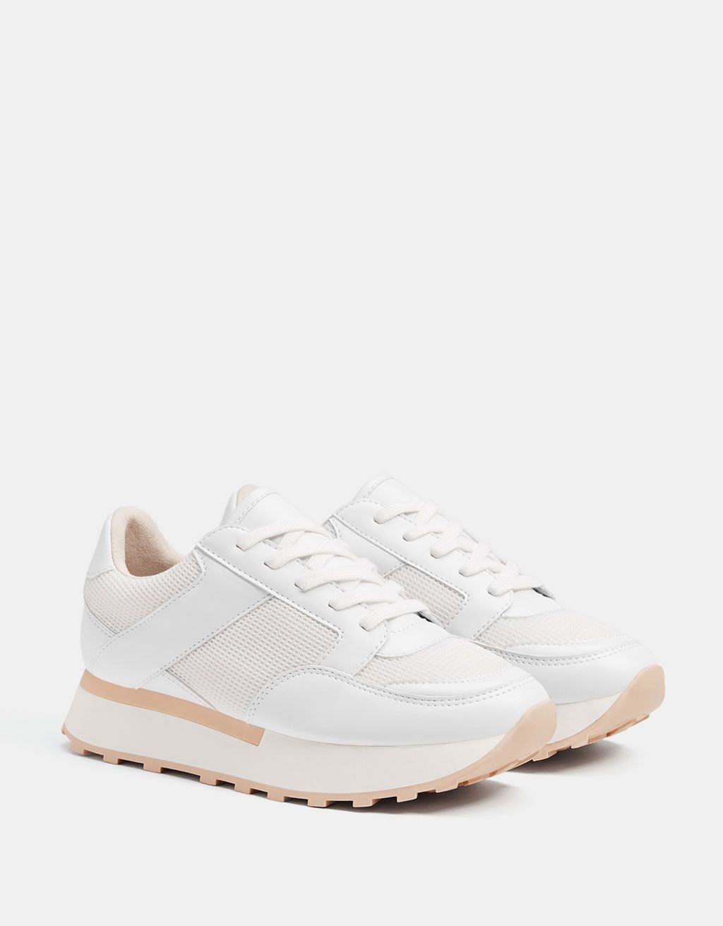 Contrasting white platform sneakers