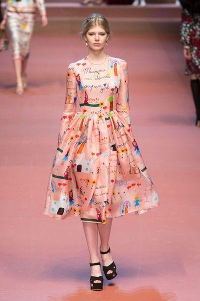 Dolce   Gabbana fait défiler les mannequins avec leur bébé et Bianca ... cde36eeb742d