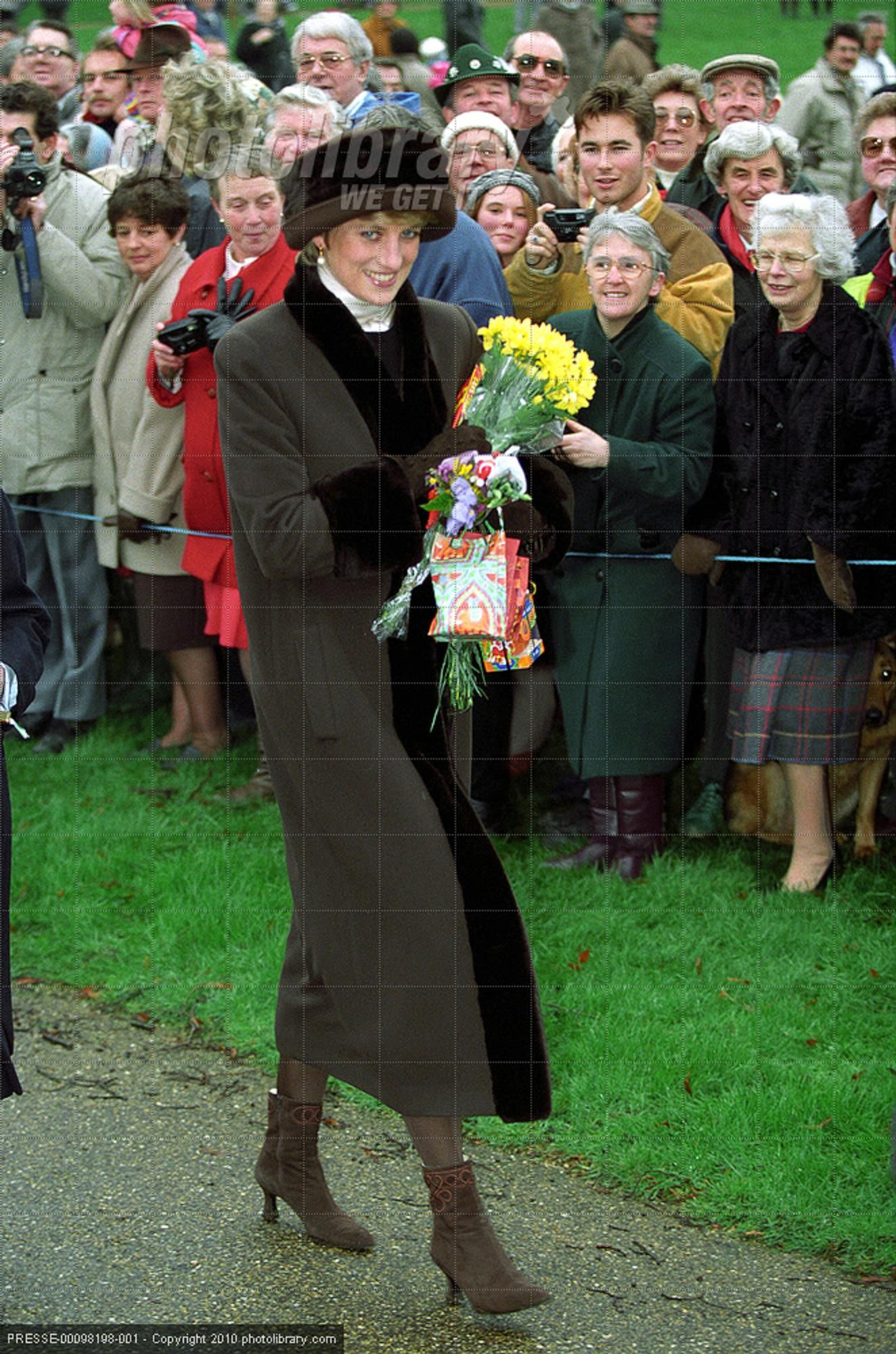 december 25 1994 princess diana s last christmas service with the royal family at sandringham princess diana fashion princess diana diana princess diana fashion princess diana