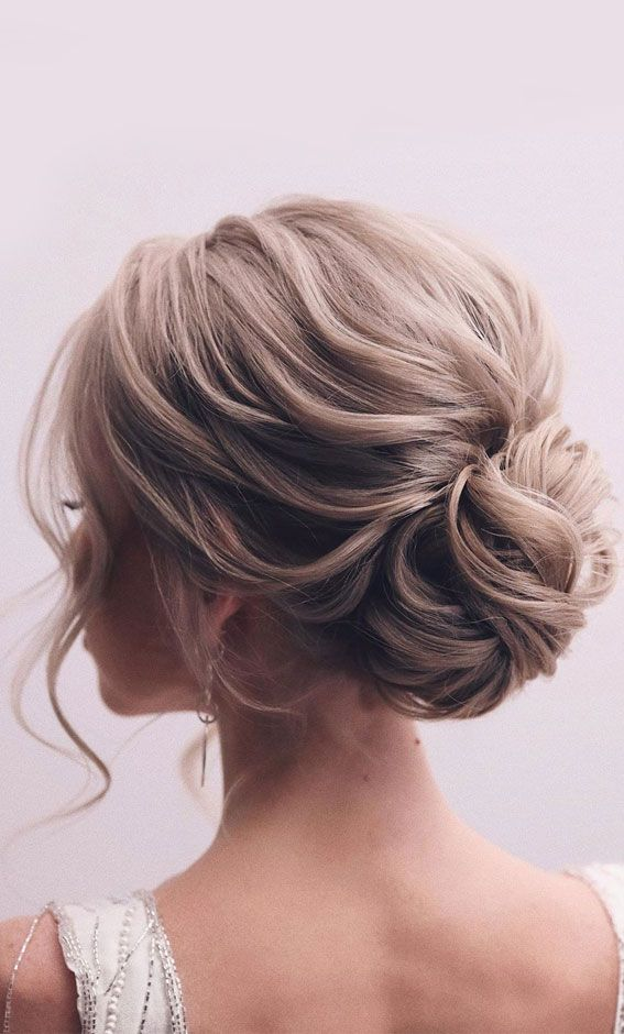 44 Messy updo hairstyles   The most romantic updo to get an elegant look Gallery