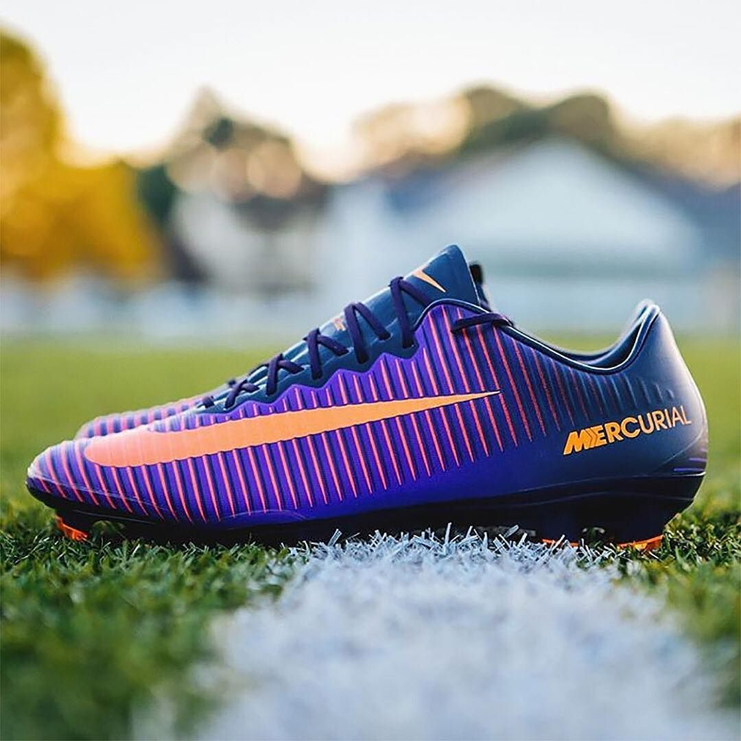 Helpful Advice For The Football Enthusiast. Are you looking for some  helpful football tips? It takes a lot of passion and practice to get good  at playing ...