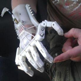 Robohand is a 3D-printed hand for people who are missing fingers.Join the 3D Printing Conversation: http://www.fuelyourproductdesign.com/