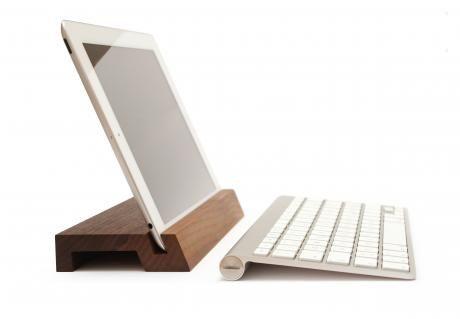iPad Ständer Halterung Design I Wood I Holz I BERLIN MADE I Woodi designed by WoodUp I Woodi 43 €. Erhältlich bei: www.woodup.de