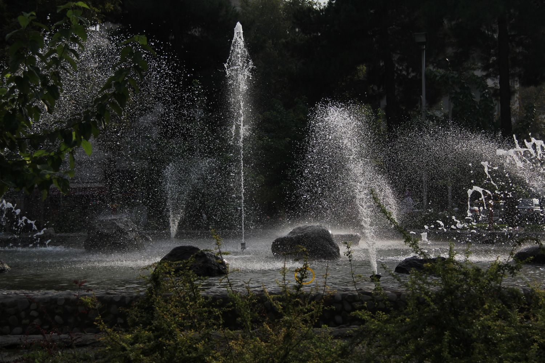 Laleh Park Tehran Photo By Mozhgan Parvin Outdoor Outdoor Decor Tourist