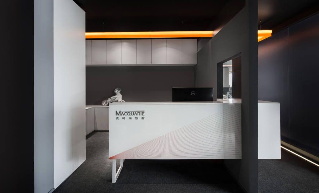 黒や白を多用したsf的な空間が創造力を掻き立てる Macquarie のオフィス オフィスデザインや内装設計を手掛ける株式会社インクルードデザイン オフィスデザイン オフィスインテリア レイアウト