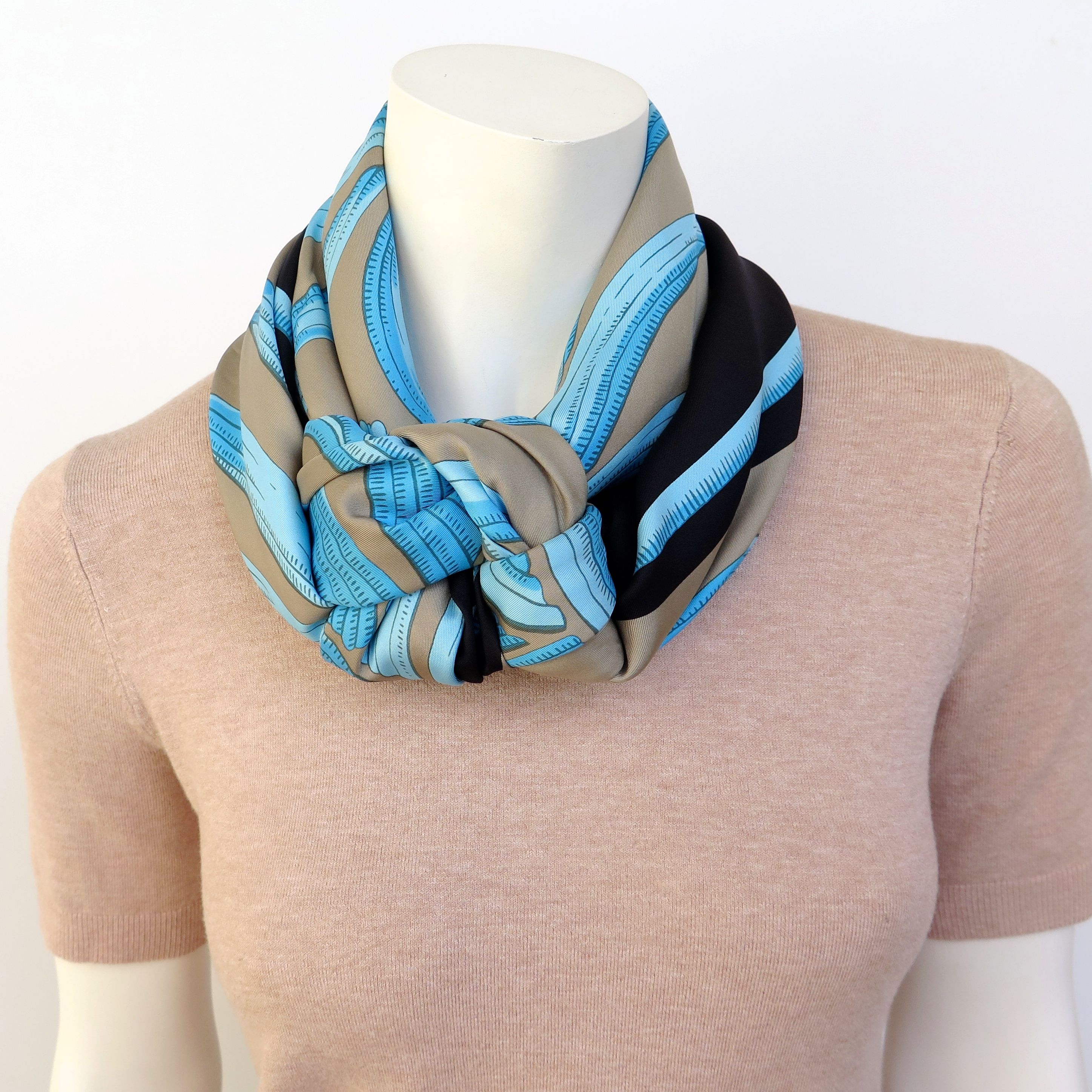 Friendship knot in 2020 Scarf, Friendship knot, Hermes scarf